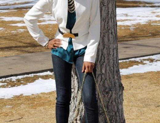 white blazer and skinny jeans