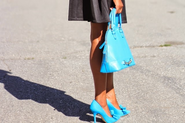 Blue bow pumps