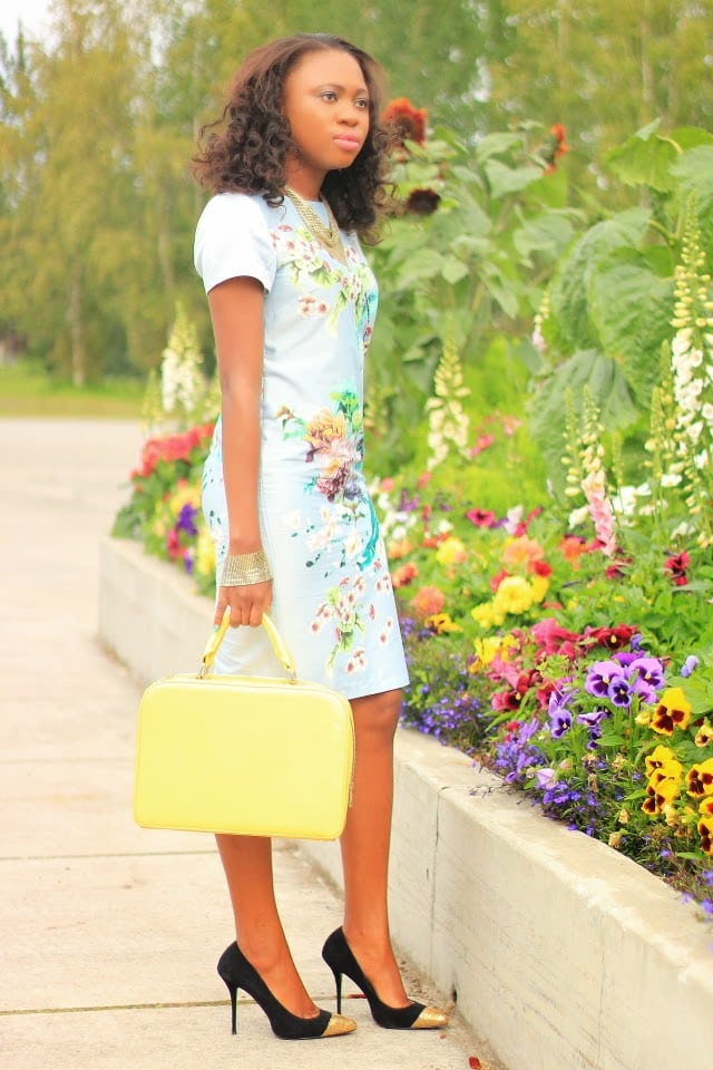 A simple and chic way to style is floral dress. Paired with an unconventional luggage purse, a mesh neckerchief, and suede pumps. A showstopper, cute outfit for fashion bloggers and fashionistas alike.