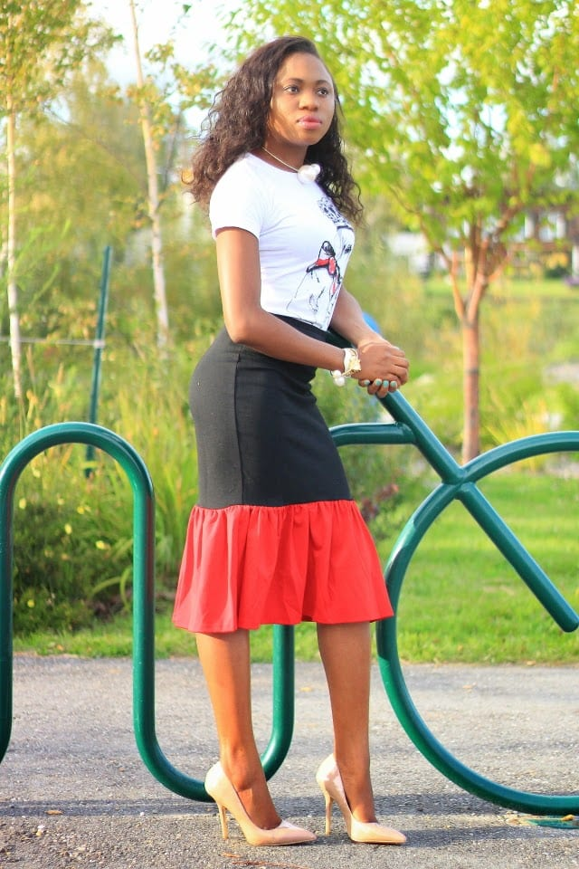 Weekday Chic: Peplum skirt + Nude pumps   A stylish work appropriate look. Wearing a lovely graphic tee and a peplum midi skirt complete with a classic nude pumps. Fashion blogger   Office look   Office style