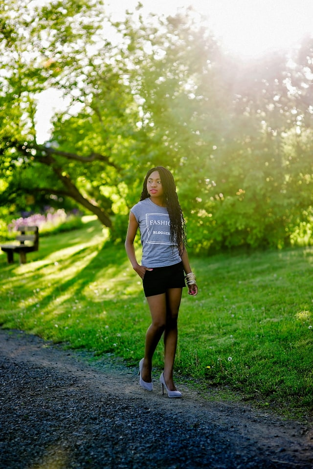 Alaska Fashion Blogger | Wearing a chic grey fashion blogger shirt, black summer shorts and stiletto heels for a stylish summer look.