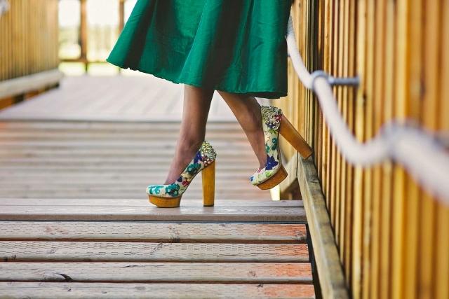 Green midi skirt, block heels, chunky heels, studded pumps, platform block heels