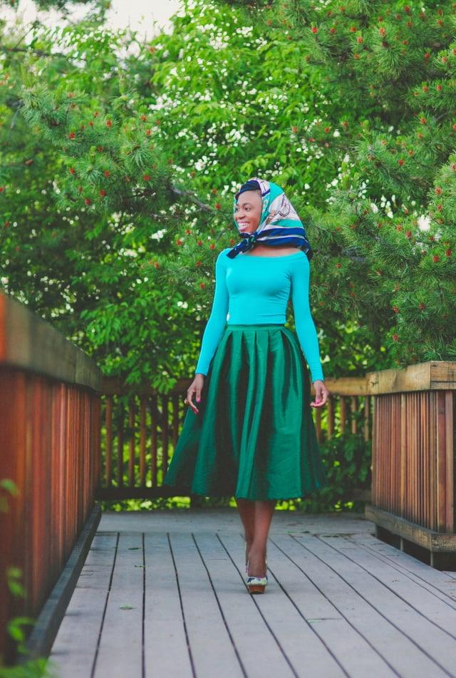Green midi dress, Alaska fashion blogger, online shopping, block heels, crop top