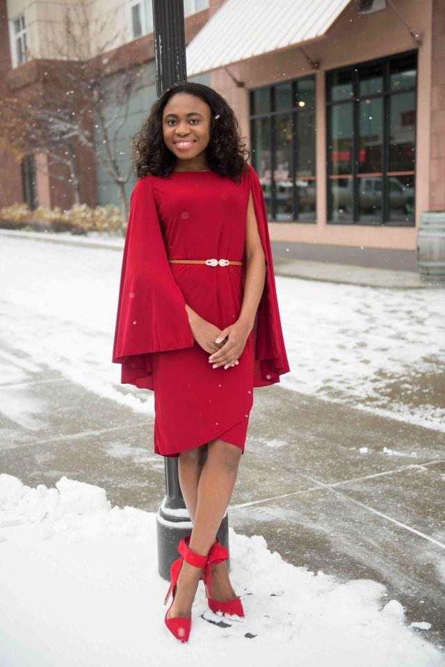 Red-dy Cape dress + Bow pumps - La Passion Vou00fbtu00e9e