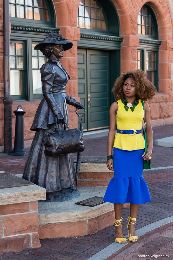 Shoot this cute analogous color outfit in downtown Cheyenne, Wyoming