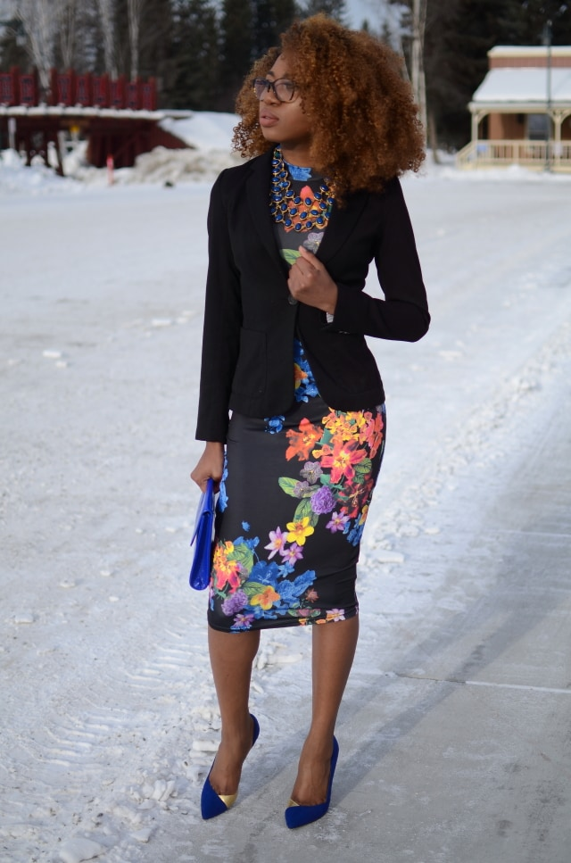 Alaska Fashion: combining a fitted blazer with a midi dress for warmth. More on the blog.