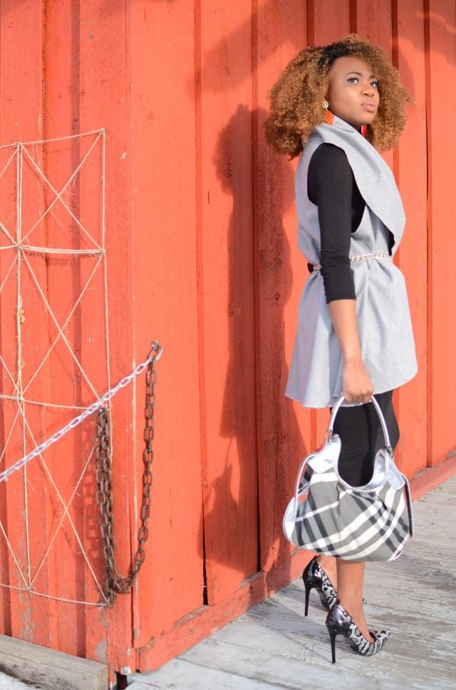 Alaska fashion blogger rocking the bodycon dress trend in a chic way