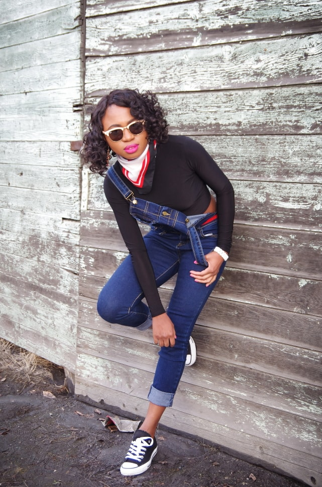 How to rock a denim overalls without looking like every other person wearing this season's must-have one-piece jumpsuit. Click to see how she rocks this affordable overall!