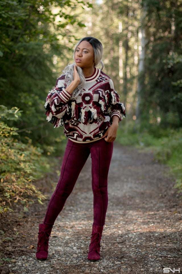 Wine/burgundy is a hot color this fall and winter. Check out these fashion bloggers wine outfit inspiration.