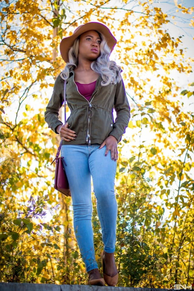 Fashion blogger, Louisa Moje shares her Old Navy 50 States 50 Styles look wearing Old Navy skinny jeans, tan floppy hat and ballet flats, olive outerwear jacket, burgundy purse and tank.