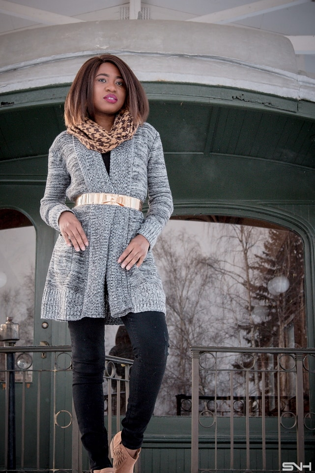 Swooning over how she styled this open front cardigan. Ehe metal waist belt perfectly defines her waist. Winter fashion   Wrap-around sweater   Cold weather look   Fall style