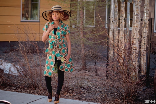 OMG! I need her entire look. The short sleeve African print lapel coat is a super stylish way to rock coats even in the summer. Love how she paired it with a stunning wide brim hat and a sexy pair of ankle lace socks. All about Ankara jackets | African prints | Nigerian fashion | African fashion | African print clothes | ankara jackets | Dashiki Dress | African clothing | Dashiki skirt | African print styles | African print dress | African attire |