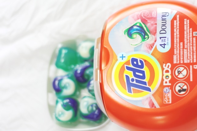 Summer style must-haves wuth Tide PODS plus Downy. I'm obsessed with colors time time of the year. Feel confident rocking bold colors because Tide PODS plus Downy got you covered. | Summer fashion | Fashion blogger | Spring style | Spring outfit | Black blogger | Spring fashion | Summer looks | Summer hair | Street Style |
