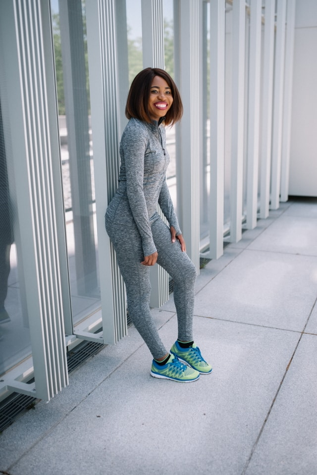 A simple and chic exercise wear that easily transitions into a comfortable day attire. Fashion blogger, Louisa of La Passion Voutee takes on the athletic look with an unbiased review of Terramar Sports outdoor clothes. athleisure wear, yoga pants, athleisure clothing, sportwear, workout wear, athleisure trend, womens workout clothes, workout clothes, athletic leisure wear, active wear, activewear.