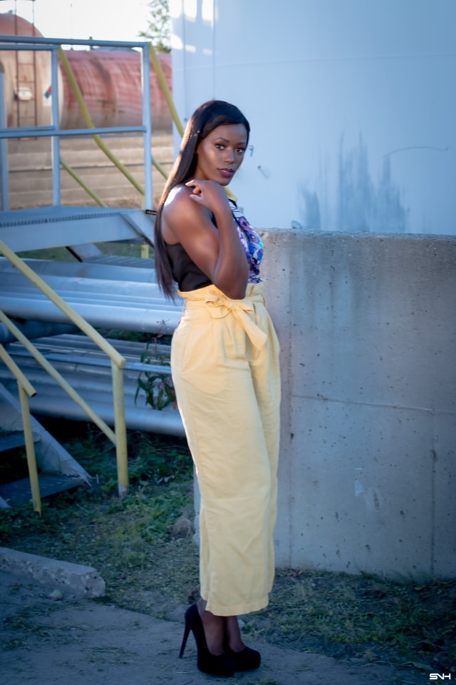 """All about making a bold color statement this season! ? Love how this African beauty rocked this mustard yellow pants. Pairing the linen pants with darker colors of blue and black and light makeup, she let her outfit """"do the talking."""" I would wear this outfit any day. Color Pop: How to rock bold colors this season. #ootd #melanin"""