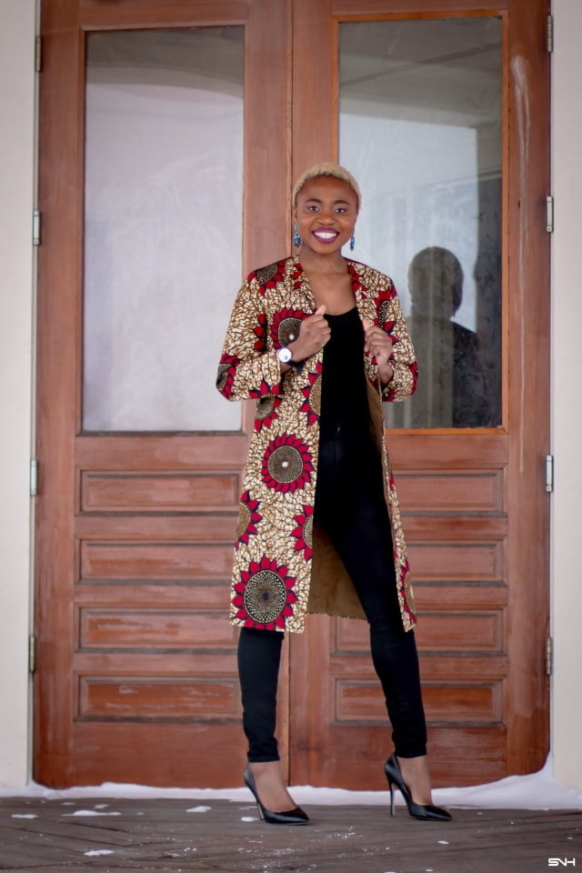 Just when you thought you would never find the perfect lightweight coat, you find the best. Crushing on this handmade ankara print duster coat! The colors, the cut and the way this fashion blogger styled it is pure perfection. The black bodysuit, fitted denim, and classic black heels truly allows the duster coat shine. #ankara #africanprint #ankarafashion #nigerian