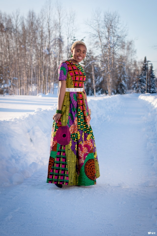 Louisa Moje shares unique African styles in this 20 days series of African print fashion. Day 1 starts with a bang in this phenomenal mixed African print maxi dress by Habby Rose. She brought this patchwork ankara design together with a statement waist belt, D'orsay heels, and minimal jewelry. #africanprint #ankarafashion