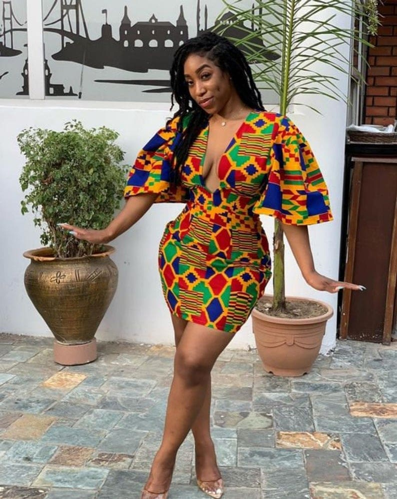 An epic roundup of over 45 elegant wax print African print dresses in 2019. Plus details on where to get the best ankara maxi dress without spending a fortune. From ankara Dutch wax, Kente, to Kitenge and Dashiki. All your favorite styles in one place. Click to see all! #africanfashionoutfits #kente