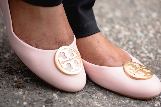 Obsessed with this Tory Burch Benton ballet flats. Super comfortable and versatile for any outfit. See how I styled it with a cozy crewneck sweater to create the perfect pink sweater outfit perfect for the transitioning weather.