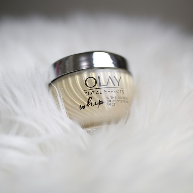 Curious to find out if the Olay Total Effects Whip Face Moisturizer with SPF does what it promises? Read on to discover my experience trying out this anti-aging serum which claims to give us 7 in one benefits in one jar. All about Olay, #skincare, wrinkles