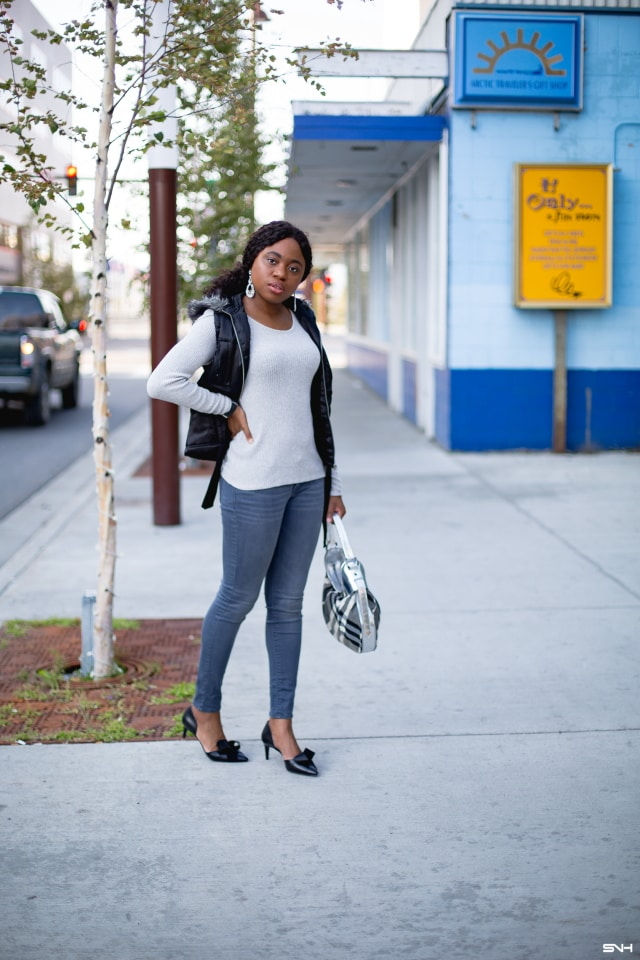 1bc4428b58 Totally crushing on the contrasting shades of this gray and black sweater  outfit. The marriage
