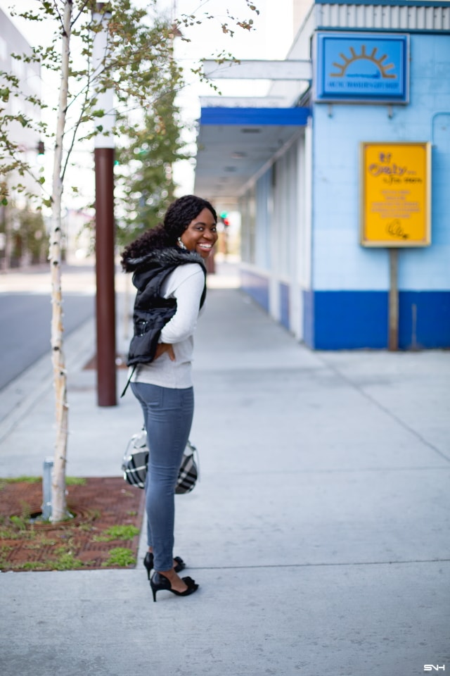 10b7a4dbe3645 Totally crushing on the contrasting shades of this gray and black sweater  outfit. The marriage
