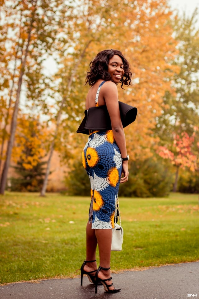 Oh how I love this African print midi dress. The dramatic scuba drapes and sleeveless design makes this dress practical and modern. Paired with a classic triple-strap heeled sandals and designer-inspired quilted crossbody bag, this ankara dress is a stunner!