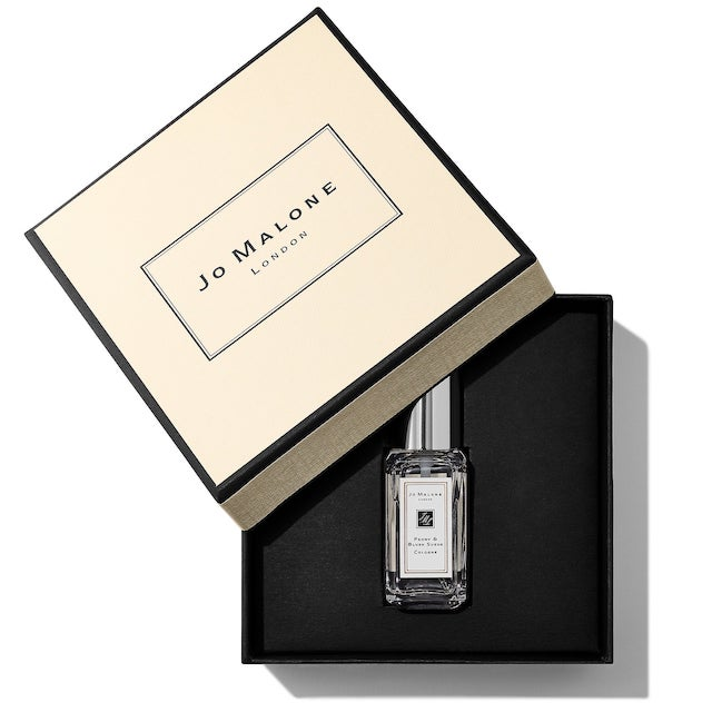Celebrate your birthday and capture the essence of charm with the Jo Malone London Peony & Blush Suede Cologne. The flirtatious scent of this March 2019 Sephora birthday gift will send you on a seductive trail that will leave you smelling incredible.