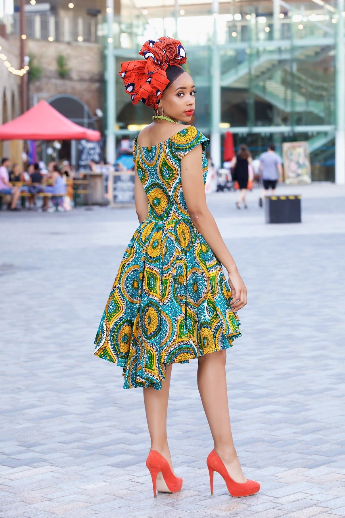 Can't get over the beauty of this ankara dress by Gitas Portal. The asymmetrical hem is super stunning