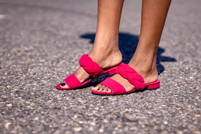 Talk about a chic pair of sandals! This Sam Edelman's slippers screams chic and stylish!