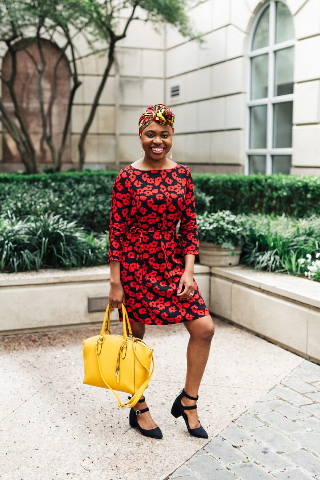 Crushing on this dazzling head wrap outfit espexxially with how she paired that African print turban with a cute summer dress. An unlikely combination that works perfect for the office, school, brunch, church, and even weddings. Plus it's an effortless style on bad hair days. #africanfashionstyles #ankara #dashiki #headwraps