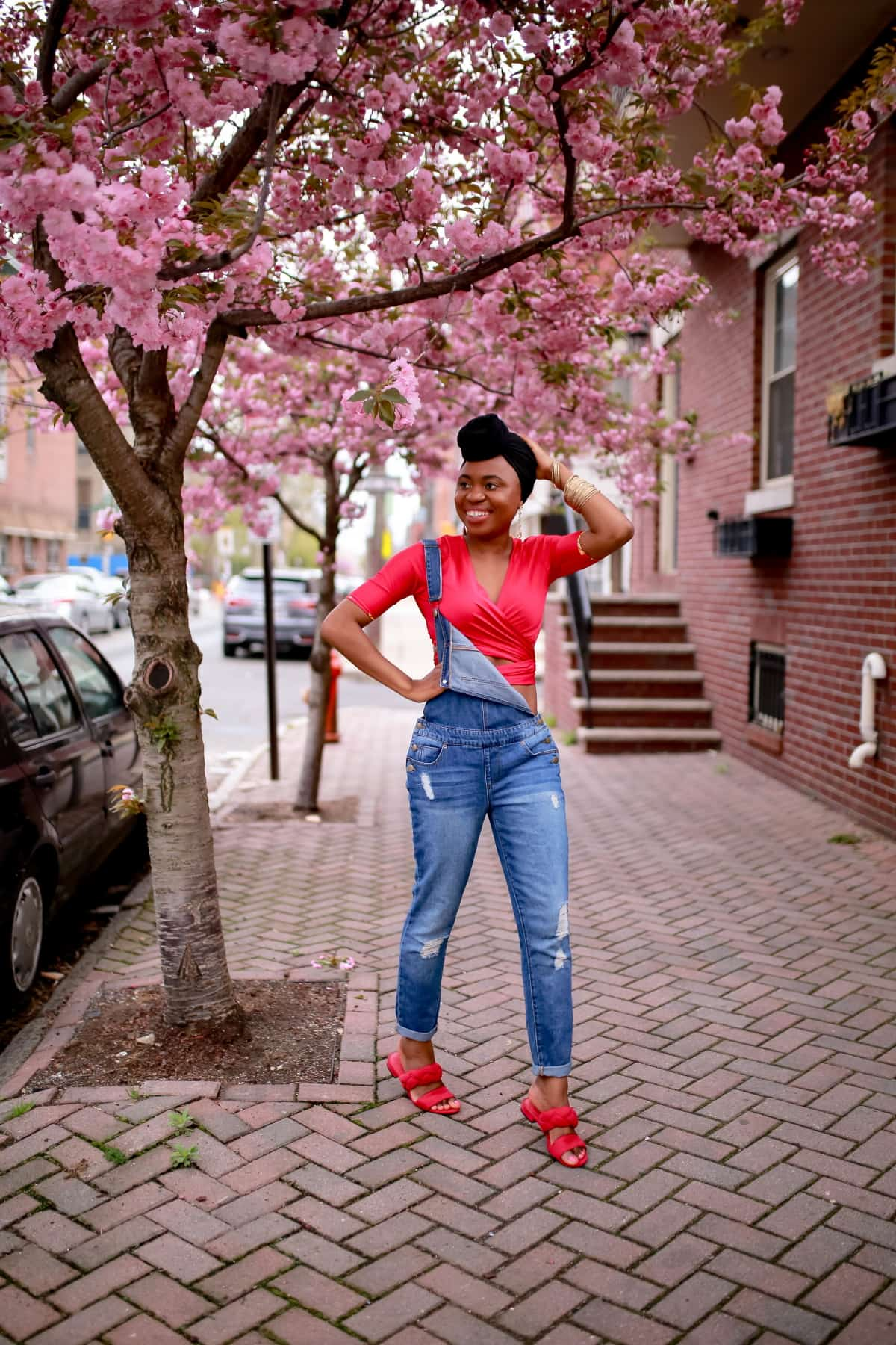 New Jersey fashion blogger shows us her favorite way to wear the distressed denim overalls trend. Regain that youthful vibe for a day out or dress it up for work and meetings. #distressedjeans #overalls