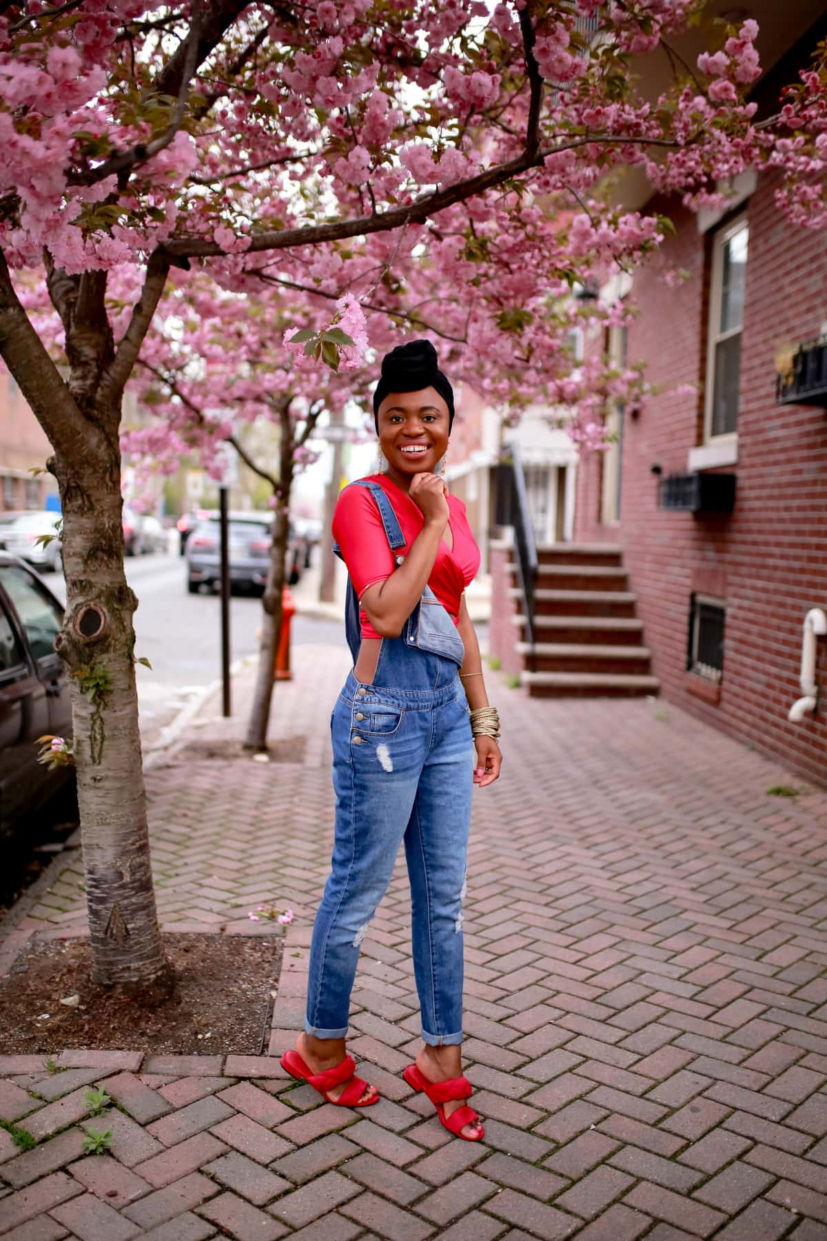 So many ways to rock a distressed denim that you never imagined. And the great thing about work-inspired overalls is that they look good on all body types. Read more to discover the key to getting the perfect overalls.#jeansoutfit #trendyfashion