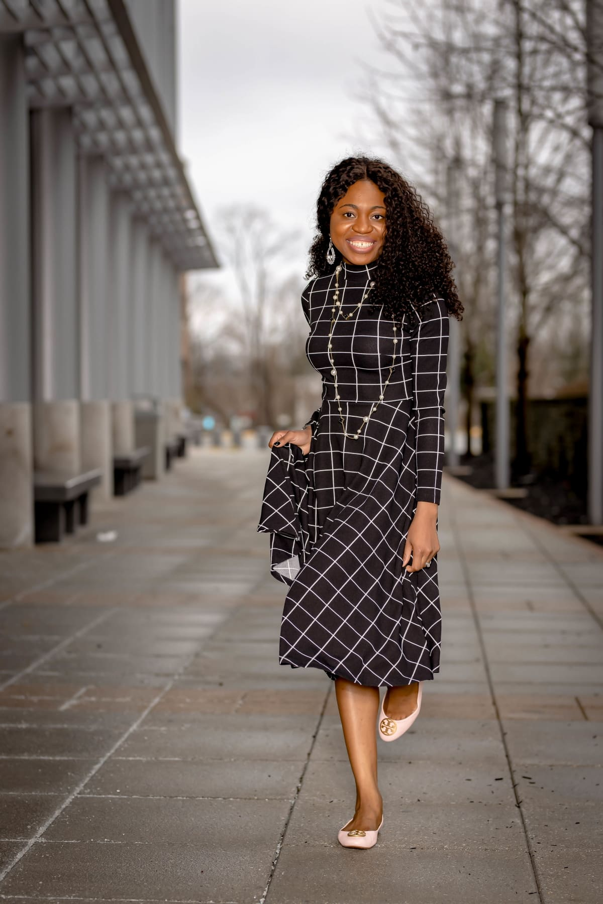 It's no surprise that this A-line dress is hot on Amazon right now. At a wallet-friendly price under $30, you can rock this plaid dress for a variety of occasions. Think #workwear #collegeoutfits #weddingguestdress #fashionoutfits and more!