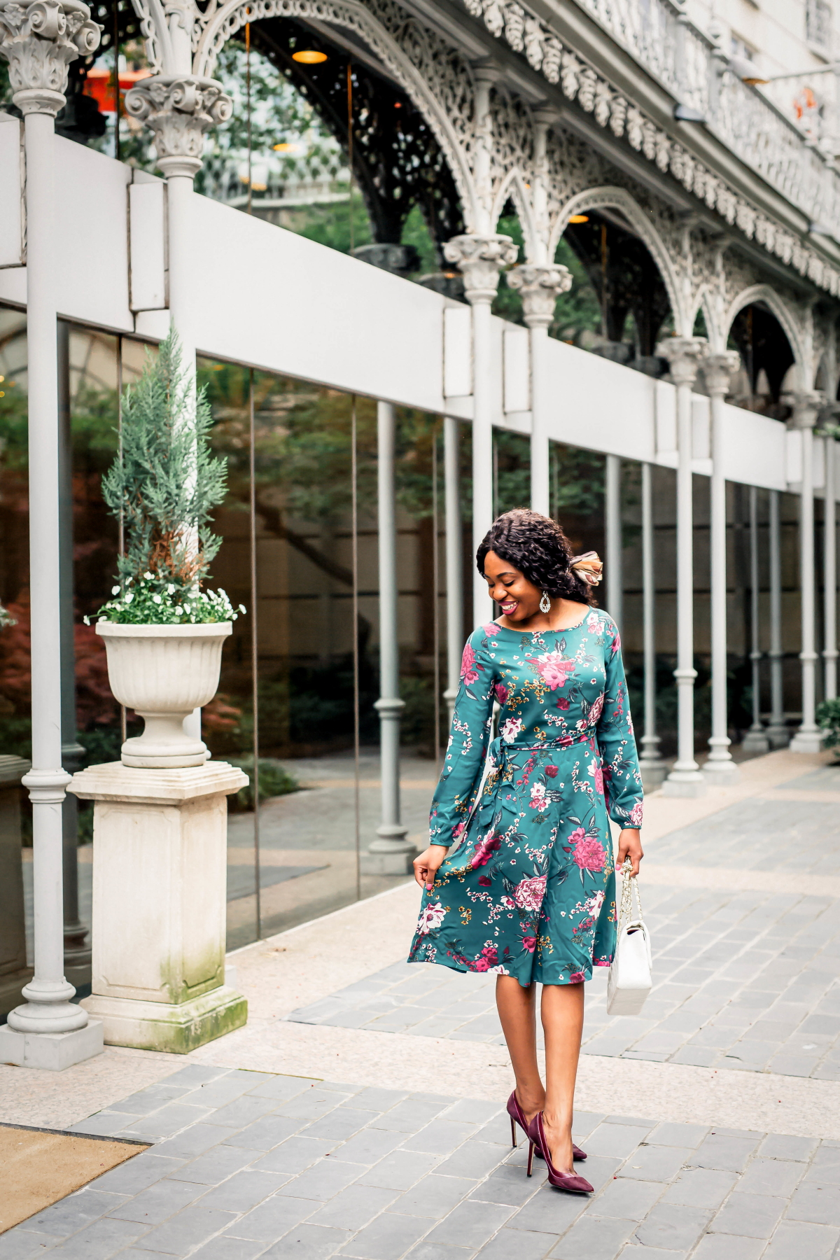 New Jersey fashion blogger shows us best floral dress to wear this season. This under $50 blouson sleeve dress is the perfect dress for special occasions. It's so versatile that it can easily be dressed up or down for any occasion. #mididress #dressoutfits