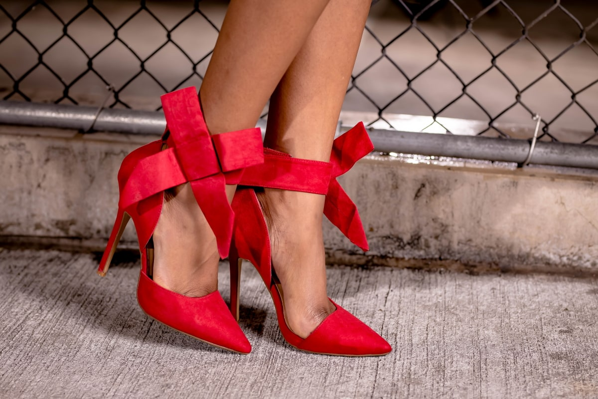 Check out this under $30 pretty bowknot pointy high heeled pumps! It's a dupe for the $298 Amina Jillill bow pumps for a fraction of the price.