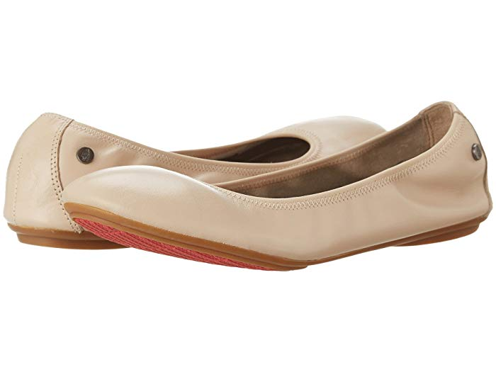 An ultimate roundup of the best ballet flats from Tieks and Rothy's to Me Too, Allbirds, Everlane, Hush Puppies and the famous Yosi Samra ballet flats.