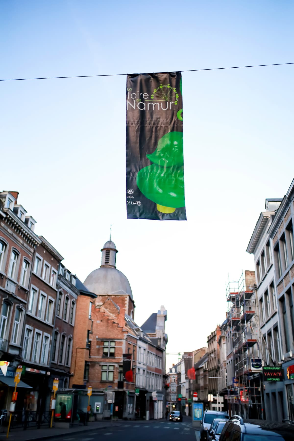 Avoid the tourist trap and visit Namur! There are daily train rides from the airport straight to the city of Namur. These are the best things to do and see in Namur, Wallonia!
