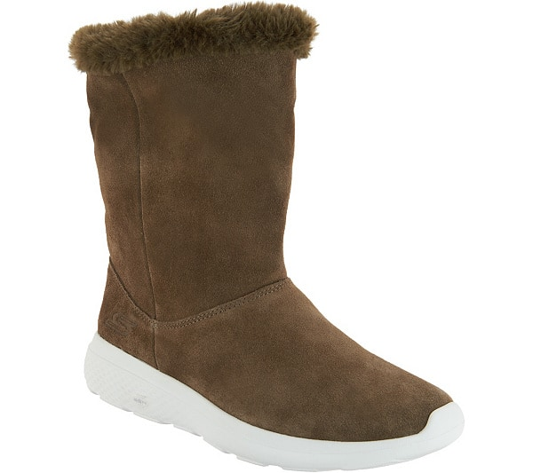 Skechers GOwalk Suede and Faux Fur Boots - #uggaustralia #uggs Looking for amazing cold weather boots like Uggs without the expensive price tag? This is an epic roundup of the best Ugg look alikes and Ugg alternatives that give classic Ugg boots a run for the money but in price and quality. #winterboots