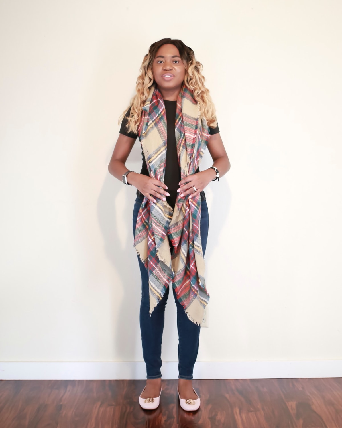 Whether you're a fan infinity scarves or simple rectangle scarves, you're going to love blanket scarves even more. Square scarves like large blanket scarves are stylish yet functional. Here are 5 simplest ways to tie a scarf this year.