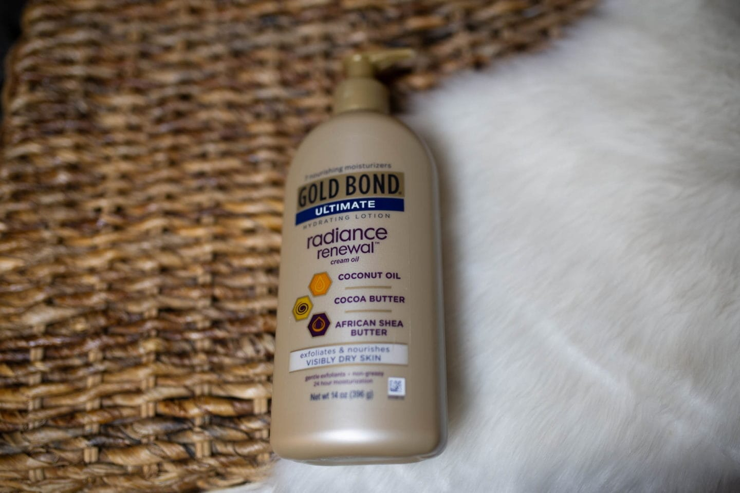 #moisturizer #moisturizerforoilyskin Gold Bond Ultimate review | Is Gold Bond a great skincare product that will keep you moisturized? I bought the entire collection and share my thoughts in this review. Keep reading to get the scoop on if this body lotion and cream are worth the hype or a total waste of money. #coconutoilskincare