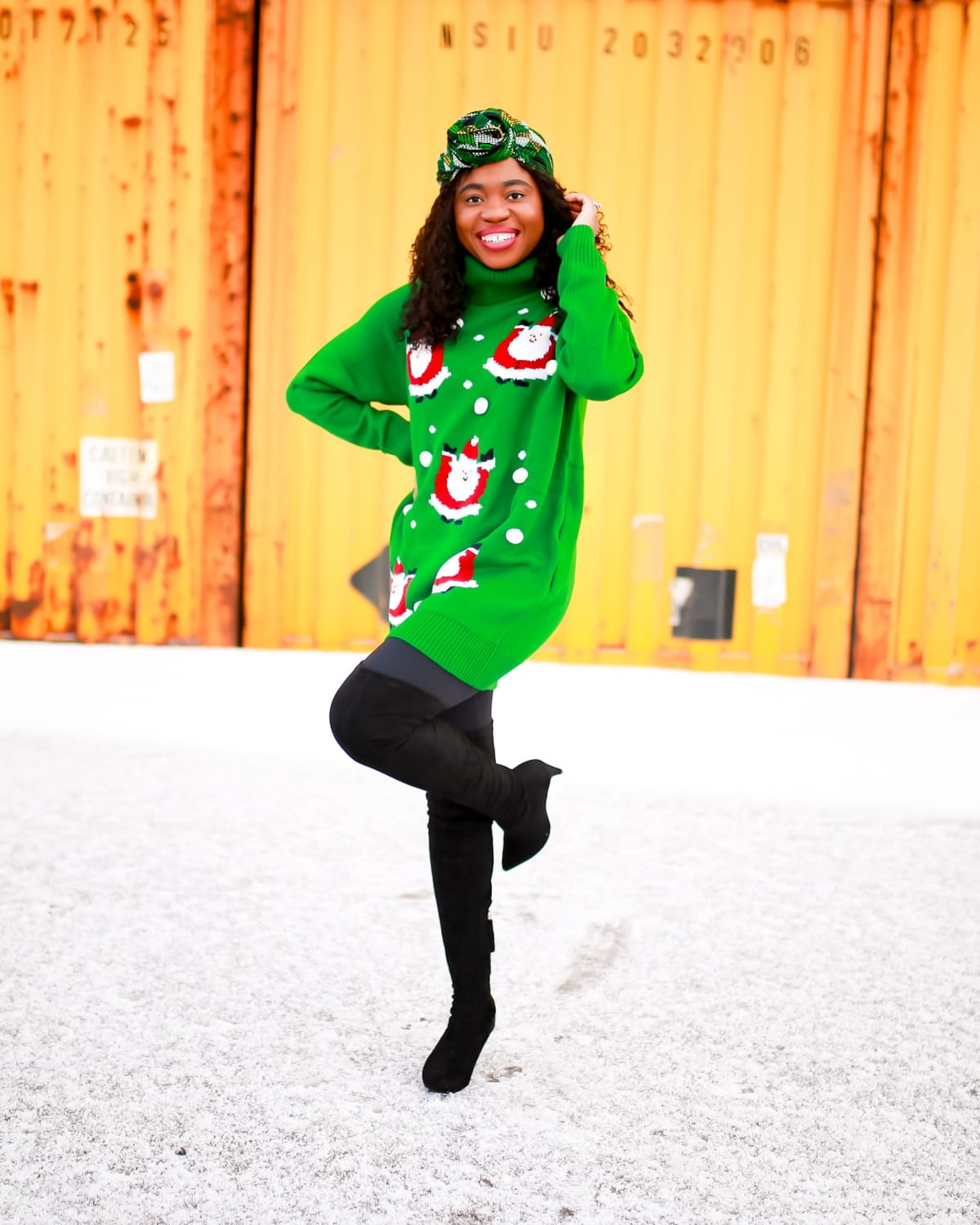 Not interested in a DIY ugly Christmas sweater? Here's a $35 Amazon Xmas sweater that's cute, cozy and warm. Here's why this comfy sweater is a hit this season. #uglychristmassweater #uglysweater