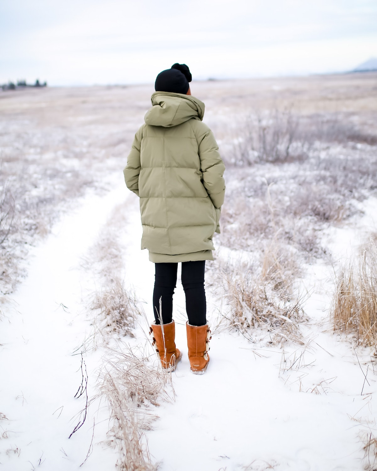 You've heard it all about the Orolay thickened down jacket. But is this 90% down winter coat is good as they say? I put it to test in Alaska! Read this Orolay down jacket review details.