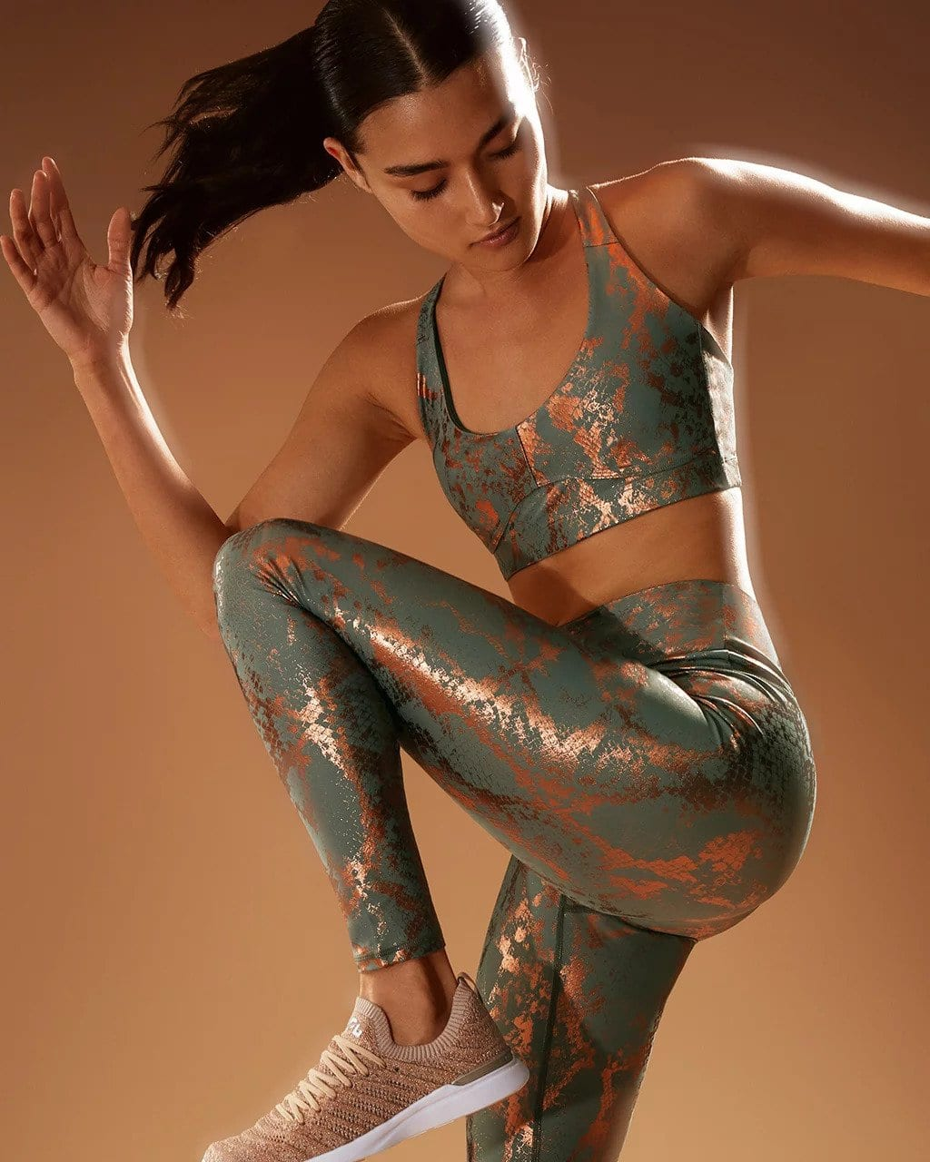 A sneak peek of some hot leggings from carbon38