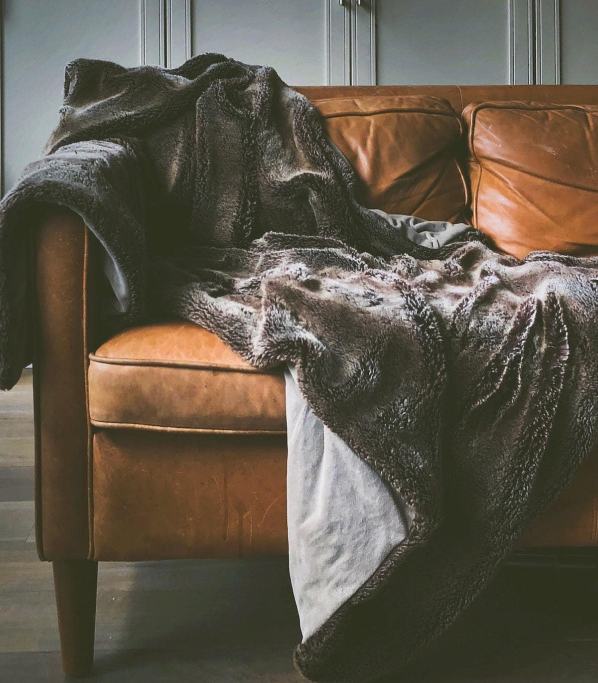 The secret to washing a sherpa blanket in a washer and dryer without matting is to wash cold with gentle detergent, fluff, and air dry. Need help making your sherpa blanket soft again? Keep reading!